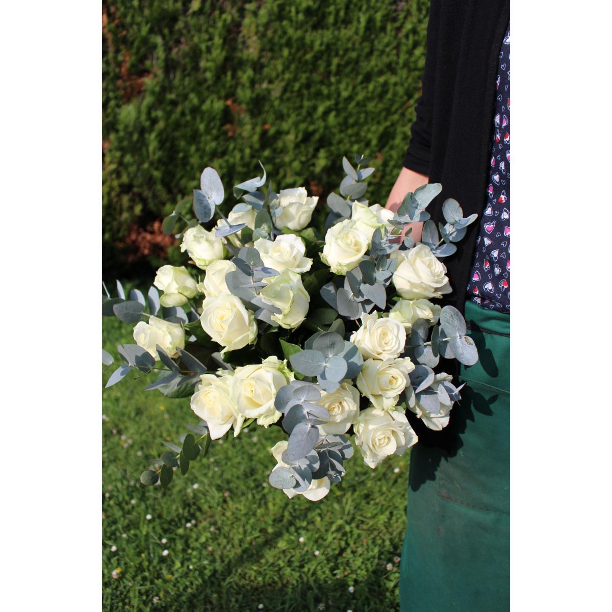 Feuille D Eucalyptus Bouquet versailles - bouquet de roses blanches
